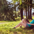 Girl reading in the nature — Stock Photo
