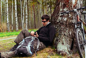 Cyclist resting in a tree — Stock Photo