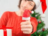新しい年のジェスチャー親指アップ — ストック写真