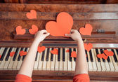 Red paper heart and music — Stock Photo