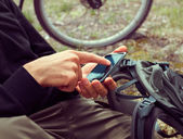 Cyclist searches GPS coordinates — Stock Photo