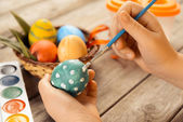 Female child paints Easter egg — Foto Stock