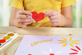 Child makes a greeting card — Stock Photo