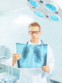 Physician examines x-ray picture — Foto Stock