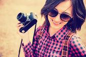 Woman holds camera — Photo