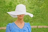 Attractive woman in a hat — Stockfoto
