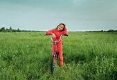 Petite fille à bicyclette — Photo