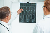 Doctors analyzing MRI image in hospital — Stock Photo