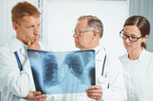 Doctors examine x-ray image in hospital — Stock Photo