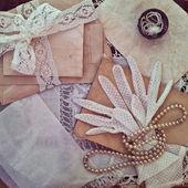 Sztuka kobiet biżuteria i rękawice. — Zdjęcie stockowe