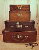 Old suitcases and boxes stacked — Stock Photo