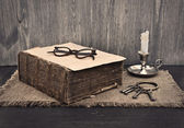 Old book, glasses and a bunch of keys on wooden background — Stockfoto