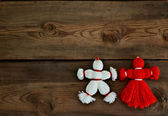 Toys made of red and white threads on a wooden background. — Stok fotoğraf