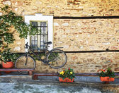 Bicycle against old house wall — Stock Photo