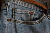 Bleu jeans avec ceinture marron — Photo