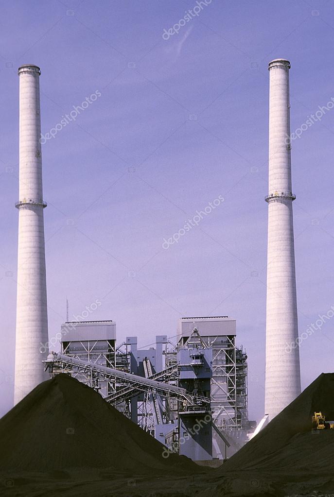 巨型的燃煤电厂冷却塔