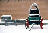 Old wagon sits idle in the winter snow — Stock Photo