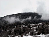 Snowy and Cloudy Morning over a Mountain Top. Winter Forest. — Stock Photo