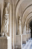 Light hall with ancient marble statues — Foto de Stock