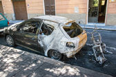 Street crime set on fire car — Stock Photo