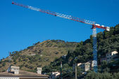 Urban construction crane — Stockfoto