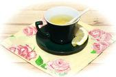 Tasse tee mit zitrone — Stockfoto
