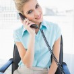 Smiling stylish businesswoman answering the phone — Stock Photo