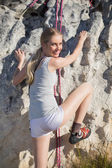Rear view of blonde woman climbing — Stockfoto