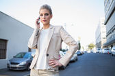 Stern elegant businesswoman on the phone — Stockfoto