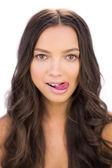 Brutale vrouw haar tong uitsteekt — Stockfoto