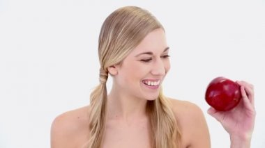 Happy nude blonde holding red apple — Stock Video