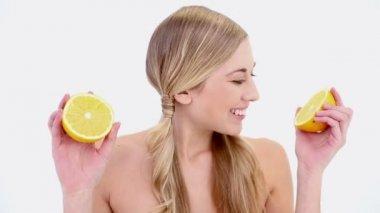 Happy nude blonde smelling orange — Stock Video