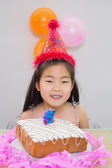 Cheerful little girl at her birthday party — Stockfoto