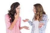 En colère jeunes amies ayant un argument — Photo