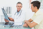 Doctor explaining lungs x-ray to patient in office — Stock Photo