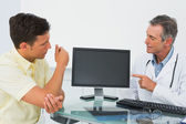 Doctor in conversation with patient in office — Stock Photo