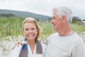 Happy senior couple at the beach — Stock Photo