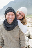 Romantic couple standing together on a rocky landscape — Stock Photo