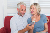 Mature couple reading text message — Stock Photo