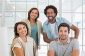 Skupinový portrét šťastný podnikatelů v úřadu — Stock fotografie