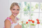 Portrait of a happy young woman with wine glass — Stock fotografie