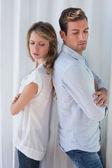 Infeliz pareja no hablando después de una discusión — Foto de Stock