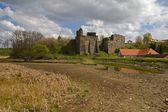 старый замок с домами — Стоковое фото