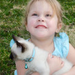 Hopeful child with kitten — Stock Photo
