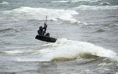 Kite boarder does stunts on cold lake Michigan — Stock Photo