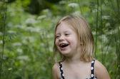 Kleines mädchen lachend — Stockfoto
