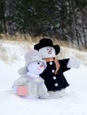 Snowman couple cuddle in the snow — Stock Photo