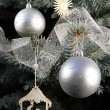 Christmas decorations on tree — 图库照片
