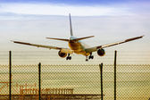 Commercial Aircraft landing — Stock Photo