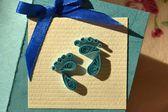 Tarjeta de felicitación en colores azules oscuros y azules con el nacimiento de un niño — Foto de Stock